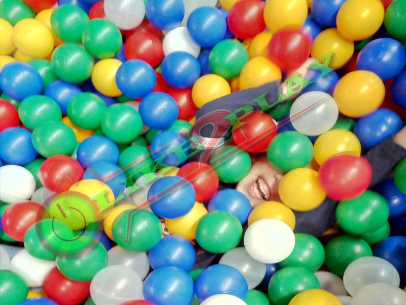детский бассейн, шарики цветные