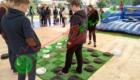 гигантские шашки, игра в шашки ногами