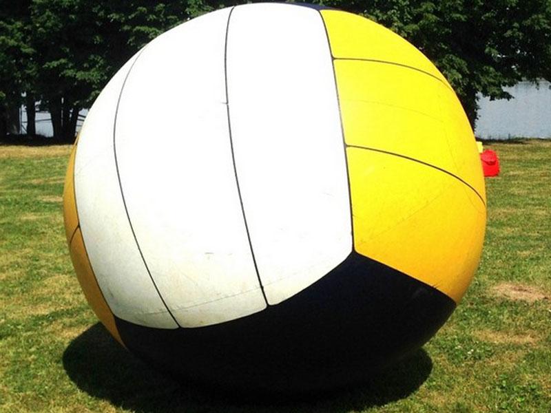 большой, огромный мяч для веселых игр