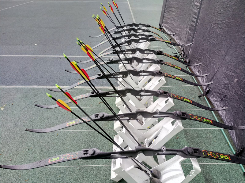Луки с безопасными стрелами для лучной битвы