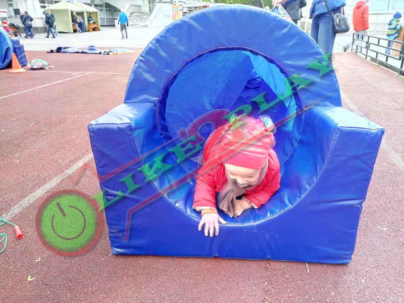 Ребенок в туннеле