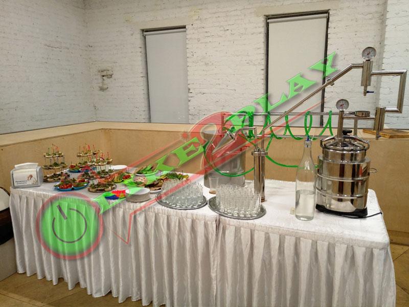 Стол с закусками и самогонным аппаратом